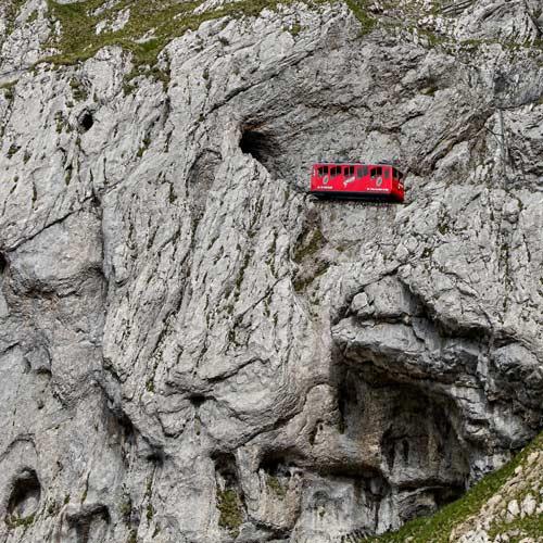 Cogwheel-train-at-Mt.Pilatus