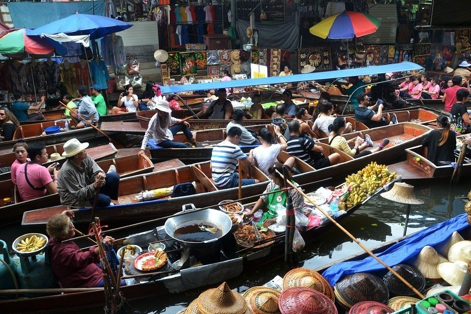 Experience the floating markets in Bangkok