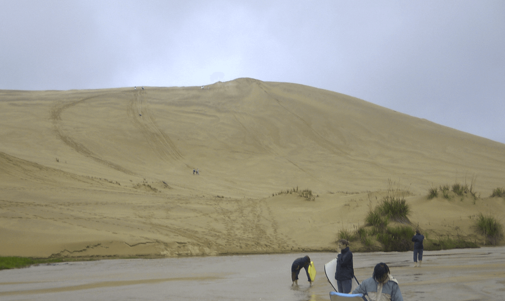 Surf on gigantic dunes at 90-mile beach