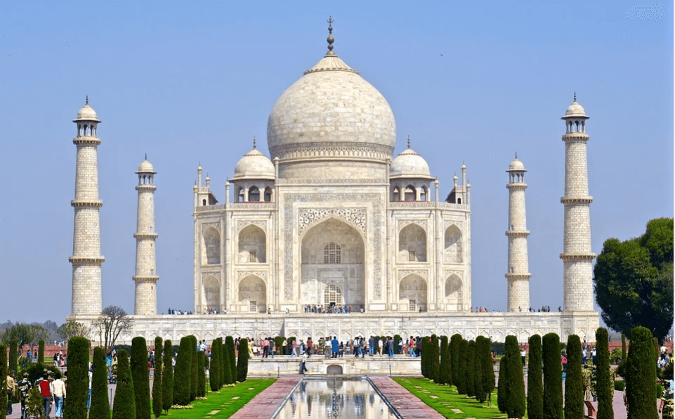 visit this iconic monument portraying an epitome of love